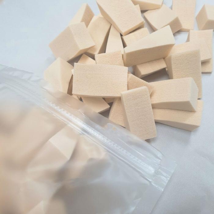 [슈가인] 대용량 삼각 메이크업 스펀지 퍼프 100개입